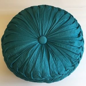 Perfect condition round detailed turquoise pillow